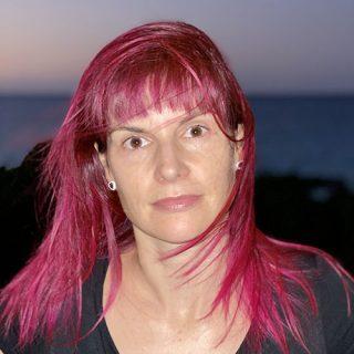 Élisabeth Caya, Coiffeuse